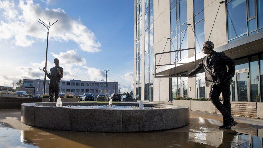 Teaduspark Tehnopol tähistas Jobs'i ja Gates'i skulptuuride avamisega 15. sünnipäeva